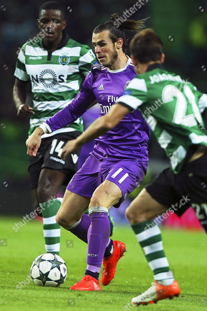 Real Madrid's Gareth Bale (c) in Action Against Sporting Players Joao Pereira (r) and William Carvalho (l) During the Uefa Champions League Group F Soccer Match Between Sporting Lisbon and Real Madrid at Alvalade Stadium in Lisbon Portugal 22 November 2016 Portugal Lisbon