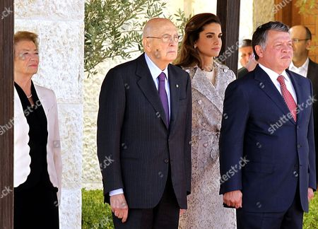 Jordan's King Abdullah Ii (r) and His Wife Queen Rania (2-r) Welcome Italian President Giorgio Napolitano (2-l) and His Wife Clio Bittoni Napolitano (l) at the Royal Palace in Amman Jordan 02 April 2012 Media Reports Said Italian President Arrived in Amman For a Three-day Official Visit to the Kingdom Abdullah Ii and Napolitano Will Have Talks on Bilateral Relations and Ways to Boost Them in Various Fields in Addition to Developments in the Middle East Jordan Amman
