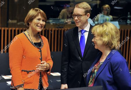 Norway Justice and Police Minister Grete Faremo (l) Chats with Swedish Migration Minister Tobias Billstrom (c) and Swedish Justice Minister Beatrice Ask (r) Prior to the Eu Justice and Home Affairs Council Meeting at the Council of the European Union in Luxembourg 07 June 2012 Luxembourg Luxembourg