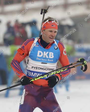 United States Lowell Bailey arrives to shoot during the men's 12.5 km pursuit competition of the Biathlon World Cup at the Alpensia Biathlon Centre in Pyeongchang, South Korea