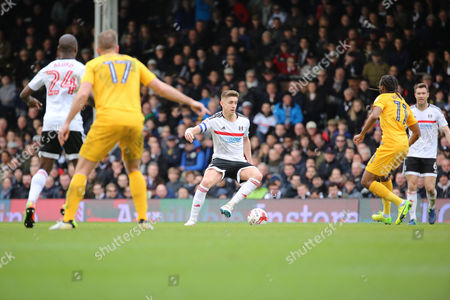 Fulham midfielder Tom Cairney (10) controlling ball during the EFL Sky Bet Championship match between Fulham and Preston North End at Craven Cottage, London