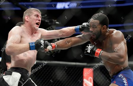 Rashad Evans, left, fights Daniel Kelly, of Australia, during a middleweight mixed martial arts bout at UFC 209, in Las Vegas