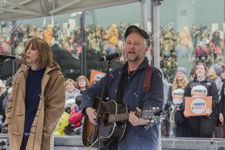 Billy Bragg and Beth Orton