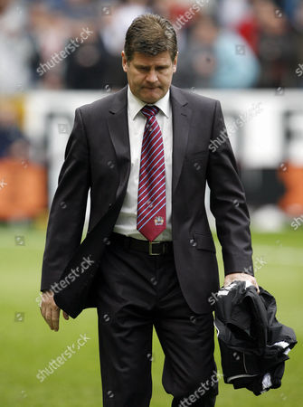 A Dejected Burnley Manager Brian Laws Holds His Coat United Kingdom Burnley