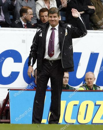 Burnley Manager Brian Laws Holds Up His Hand United Kingdom Burnley