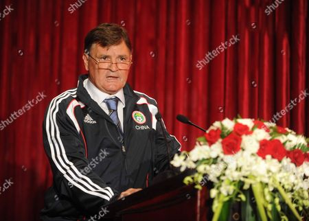 Jose Antonio Camacho is Unveiled As the New Coach of the Chinese National Team