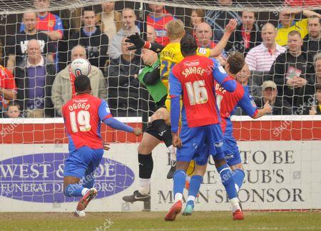 Gary Teale of Sheffield Wednesday (21) Scores A Goal Past Sheffield Wednesday Goalkeeper Nicky Weaver 0-1 United Kingdom London