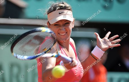 Stock Image of Belarussia's Victoria Azarenka in Action During A Hard Fought Victory Over Italy's Alberta Brianti France Paris