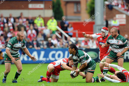 Alesana Tuilagi of Leicester Tigers Offloads the Pass to Team Mate George Chuter United Kingdom Gloucester