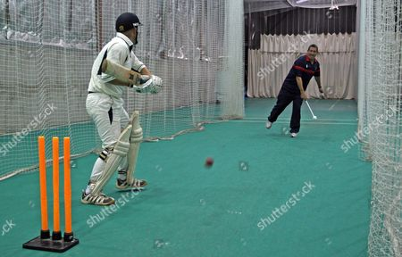 Graham Gooch Former Essex and England Cricketer Tries out the New Sidearm Bowling Aide