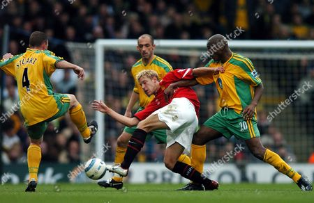 Manchester United's Alan Smith, making a rare start, is surrounded L-R by Graham Stuart, Craig Fleming and Damien Francis of Norwich City
