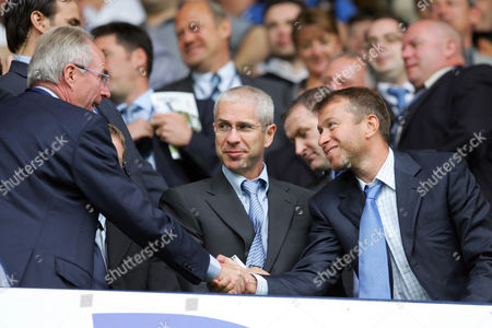 England head coach Sven Goran Eriksson shakes hands with Chelsea owner Roman Abramovic