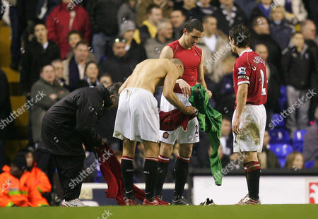 Rio Ferdinand of Manchester United swaps a goalkeepers shirt with John O'Shea after Edwin van der Saar was injured