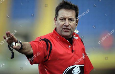 Referee Martin Fox