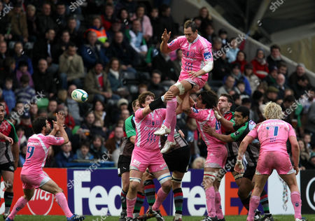 Sergio Parisse of Stade Francais catches and offloads the ball to Jerome Fillol at the lineout