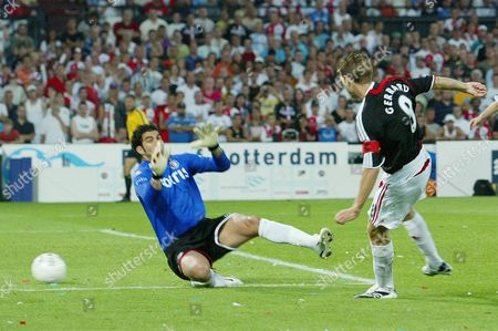 Steven Gerrard of Liverpool scores his goal past Feyenoord goalkeeper Sherif Ekramy