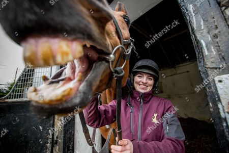 Stock Photo of Launch Of The 2017 Boylesports Irish Grand National at trainer Mouse Morris's stables. The 2017 Boylesports Irish Grand National was launched today at the famous Everardsgrange Yard outside Fethard in Co Tipperary. Affectionately known as ?The Race of the People? the Irish Grand National which takes place on Easter Monday 17th April is now the richest jumps race in Ireland worth ?500,000 and the last two winners Rogue Angel and Thunderandroses are trained by Mouse Morris Pictured today is Sarah Smyth with 2016 Fairyhouse Boylesports Irish Grand National Winner, Rogue Angel