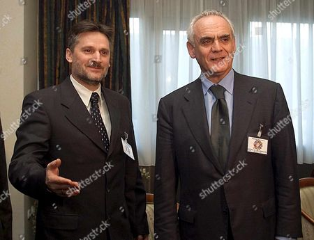 Skopje Macedonia : Ljuben Paunoski (l) Defence Minister of Former Yugoslav Republic of Macedonia (fyrom) Gestures While Talking with His Greek Counterpart Akis Tsochatzopoulos (r) During Their Meeting at the South-eastern Defence Ministerial Meeting in Skopje Thursday 05 April 2001