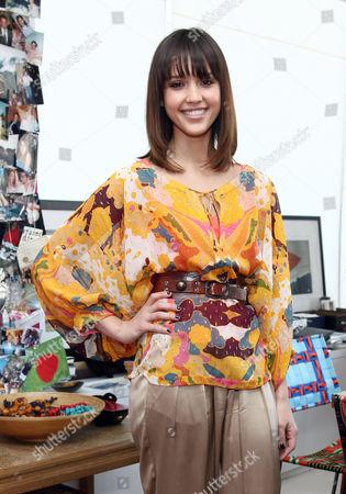 Jessica Alba (wearing DvF)