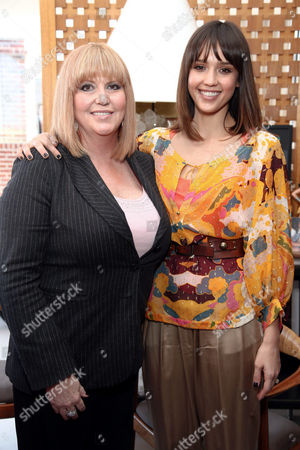 Jessica Alba and mother Catherine Alba sporting matching haircuts