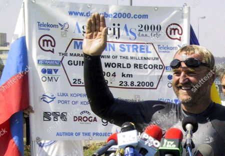 C0n01-20000823-c0nstanta Romania: Slovenian Swimmer Martin Strel Waves As He Addresses the Media in Constanta Some 250 Km From Bucharest on Wednesday 23 August 2000 After Finishing His 3 004 Km Marathon Swim at the Black Sea to Establish a New Marathon Swim World Record the Slovenian Swimmer Started His Action to Promote the Freedom to Navigate on the Danube Epa Photo Romania Constanta