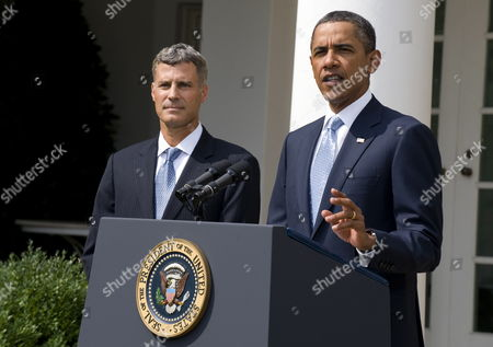 Us President Barack Obama (r) Delivers Remarks on His Nomination of Alan Krueger to Head the Council of Economic Advisers During an Event in the Rose Garden at the White House in Washington Dc Usa 29 August 2011 Krueger if Confirmed by the Senate Will Replace Austan Goolsbee who Left the Administration Earlier This Month United States Washington