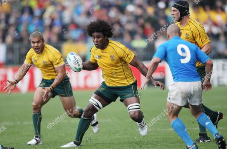 Australia's Radike Samo (c) Vies For the Ball with Italy's Fabio Semenzato (r) During the Rugby World Cup 2011 Match Played at North Harbour Stadium Auckland New Zealand 11 September 2011 New Zealand Auckland