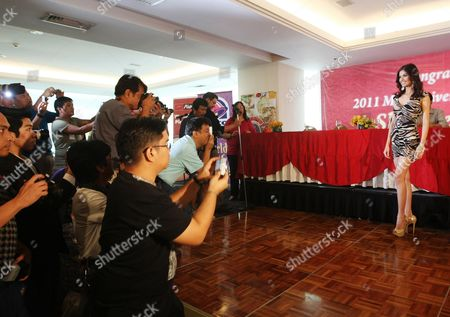 Filipino Shamcey Supsup (r) 3rd Runner-up in the 2011 Miss Universe Pageant Poses For the Media During a Press Conference in Quezon City East of Manila Philippines 18 September 2011 Despite not Winning the Pageant Crown in Brazil Supsup's Newfound Popularity Has Led to Pledges From Cities in the Philippine Capital to Hold Celebratory Parades in Her Honor Philippines Manila
