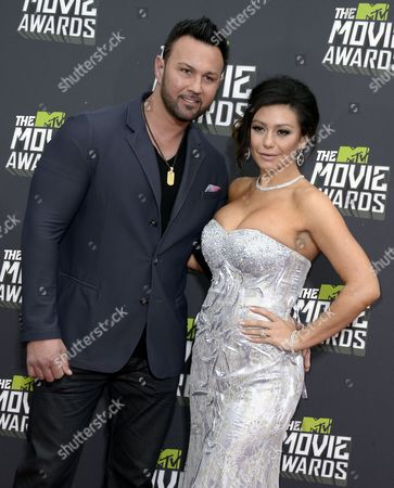 Us Actress Jenni Farley (r) Arrives with Her Fiance Roger Matthews (l) For the 2013 Mtv Movie Awards in Culver City California Usa 14 April 2013 United States Culver City