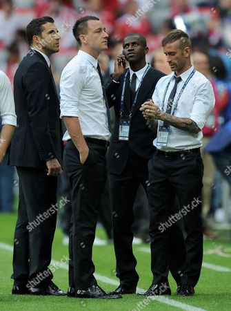 Chelsea Goalkeeper Henrique Hilario John Terry Ramires and Raul Meireles Stand On the Touchline Pregame Germany Munich