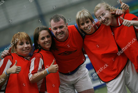 Former Manchester United player Gary Pallister poses with the Ford Centre Circle mascots