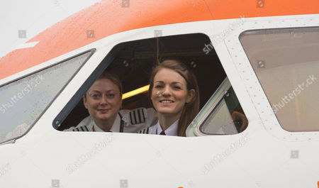 Stock Photo of Easyjet celebrates the day with an all-female flight and ground operating crew: Captain Kate McWilliams, 27 - world's youngest female commercial captain, First Officer Sue Barrett, Cabin Manager Laura Marks, cabin crew Natasha Baker, Charlotte Carr and Nuria Belda Marco