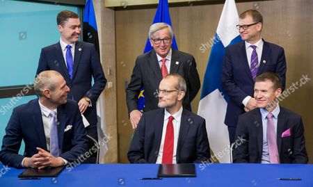 European Commission President Jean-claude Juncker (c) Estonian Prime Minister Taavi Roivas (l) and Finnish Prime Minister Juha Sipila (r) Stand Behind Taavi Veskimagi Chairman of the Board and Ceo of Elering As (l) Dirk Beckers Director of Innovation and Networks Executive Agency (c) and Herko Plit President and Ceo For Baltic Connector Oy (r) As They Sign the 'Balticconnector' Pipeline Project Agreement at Eu Commission Headquarters in Brussels Belgium 21 October 2016 Balticconnector is a 7 2 Mcm/day Bi-directional Offshore Gas Transmission Pipeline Between Estonia and Finland Belgium Brussels