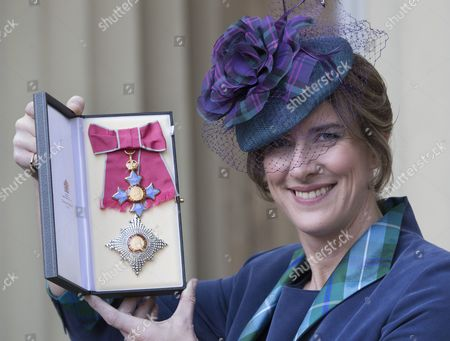 Dame Katherine Grainger with her award