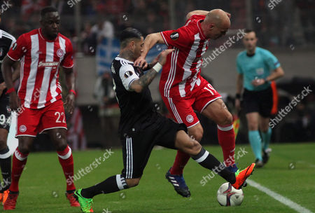 Olympiacos? Esteban Cambiasso (R) vies for the ball with Besiktas? Ricardo Quaresma during the UEFA Europa League Round of 16 first leg match Olympiacos vs Besiktas in Athens, Greece, 09 March 2017.