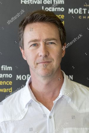 Us Actor Edward Norton Poses During a Photocall where He Received the Award 'Excellence Award' For His Films at the 68th Locarno International Film Festival in Locarno Switzerland 05 August 2015 the Festival Runs From 05 to 15 August Norton Presented Before the Official Opening His Film 'Fight Club' Directed by David Fincher to the Public