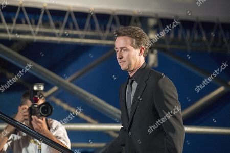 Us Actor Edward Norton (r) Arrives at the Piazza Grande where He Received the Award 'Excellence Award' For His Films at the 68th Locarno International Film Festival in Locarno Switzerland 05 August 2015 the Festival Runs From 05 to 15 August Norton Presented Before the Official Opening His Film 'Fight Club' Directed by David Fincher to the Public