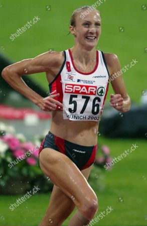 Lem83 - 20020806 Munich Germany: Britain's Paula Radcliffe Runs During Women's 10 000m Final at the European Athletics Championships in Munich 06 August 2002 Radcliffe Won in New European Record of 30:01 10 Minutes Epa Photo Keystone Fabrice Coffrini Germany Munich