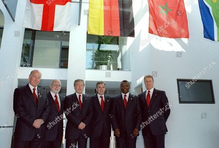 Pool Zur206 - 20000705 - Zurich Switzerland : From L-r Members of England's Soccer World Championship 2006 Bid Commitee Sir Bobby Charlton President England 2006 Geoff Thompson Chairman the Football Association Mp Tony Banks (the Prime Ministers Special Envoy 2006) Alec Mcgivan (campaign Director) Garth Crooks (ambassador England 2006) and Geoff Hurst (ambassador England 2006) Pose For the Photographer at Fifa Headquarters in Zurich Switzerland On Wednesday 05 July 2000 South Africa Morocco Germany and England Are Bidding to Host the 2006 World Cup the Fifa Executive Committee Will Decide in Zurich On July 6 where the Soccer World Championships 2006 Will Take Place Epa Photo/keystone/pool Fifa Switzerland Schweiz Suisse Zurich