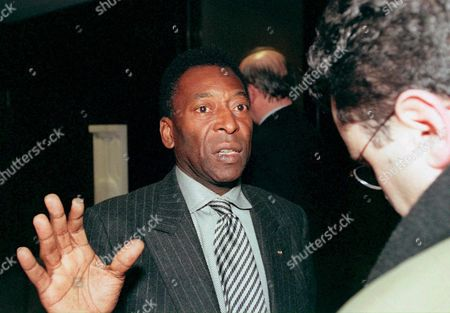Brasilian Soccer Legend Pele Gestures As He Answers Questions of a Journalist Before the Meeting of the New Fifa Committee at the Fifa Headquarters in Zurich Switzerland Monday Evening Febr 22 1999 a New Fifa Committee Involving Soccer Greats Such As Pele Bobby Charlton Michel Platini Johann Cruyff Franz Beckenbauer and George Weah Held It's First Meeting at the Fifa Headquarters in Zurich Febr 22 the New 20-member Fifa Committee Discussed Central Issues to the Future of of World Soccer Including Fifa President Sepp Blatter's Controversial Plan to Stage the World Cup Every Two Years the Release of Players For National Teams the Congested International Calendar and the Activities of Players' Agents (keystone/christoph Ruckstuhl) Switzerland Schweiz Suisse Zurich