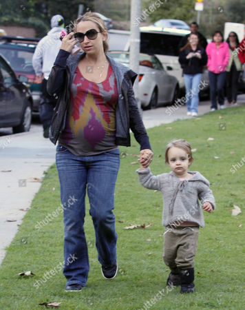 Pregnant Jennifer Meyer with daughter, Ruby Sweetheart Maguire