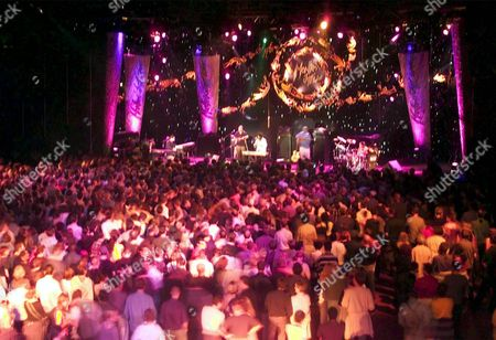 Mon102 - 20000708 - Montreux Switzerland: a General View of the Stravinski Hall During the Performance of Us Singer Meshell Ndegeocello and Band at the 'Two Worlds Night' of the 34th Montreux Jazz Festival in Montreux On Saturday Evening 08 July 2000 the Festival Will Last Until July 22 Epa Photo Keystone/laurent Gillieron Switzerland Schweiz Suisse Montreux