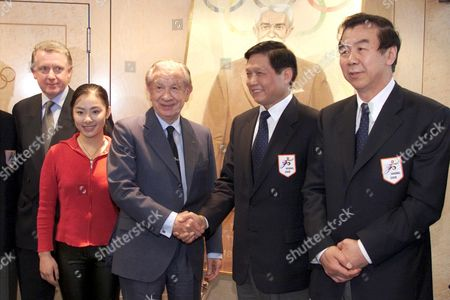 Lau124 - 20001213 - Lausanne Switzerland : From Left to Right: Head of the International Olympic Committee Ioc Evaluation Commission Hein Verbruggen Olympic Gold Medallist in Gymnastics Liu Xuan Ioc President Juan Antonio Samaranch President of the Beijing 2008 Bid Committee and Mayor of Beijing Liu Qi and Sports Minister Executive President of the Bid Committee Yuan Weimin Pose After the Presentation to the Ioc Executive Board of the City Candidate to Host the 2008 Olympic Games in Lausanne Switzerland On Wednesday December 13 2000 Five Cities Osaka Paris Toronto Beijing Istanbul Are Canditates to Organize the Olympic Games in 2008 Epa Photo Keystone/fabrice Coffrini Switzerland Schweiz Suisse Lausanne