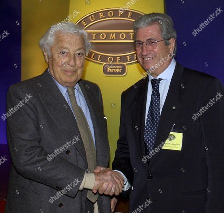 Ge101 - 20010228 - Geneva Switzerland : Fiat Patriarch Giovanni Agnelli Left and Giorgetto Giugiaro Chairman of Italdesign-giugiaro Smile For Photographer at the Inauguration Ceremony of the European Automotive Hall of Fame at the 71st Geneva International Motor Show Wednesday Evening February 28 2001 in Geneva Switzerland the Hall of Fame is an Enduring Memorial to Europe's Car Pioneers For This First Year the Hall of Fame Will Feature 13 Auto Legends Epa Photo Keystone/martial Trezzini/mt Switzerland Schweiz Suisse Geneva