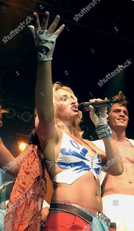 German Pop Singer Sarah Connor Performs During Her Concert in Zurich Switzerland Tuesday June 18 2002 (keystone/gaetan Bally) Switzerland Schweiz Suisse Zurich