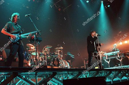 Zurich: British Super Group Genesis with Mike Rutherford (l) Bass and Guitar New Singer Ray Wilson (2ndr) Tony Banks (r) at the Keyboards and Stuart Maconie (2ndl) at the Drums Perform in Zurichs Hallenstadion Late 13 February Genesis is on a Tour Through Europe with a Brand New Programme