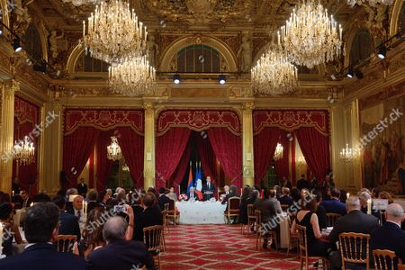 French President Francois Hollande delivers a speech in presence of Armenian President Serzh Sargsyan during an official dinner at the Elysee Palace