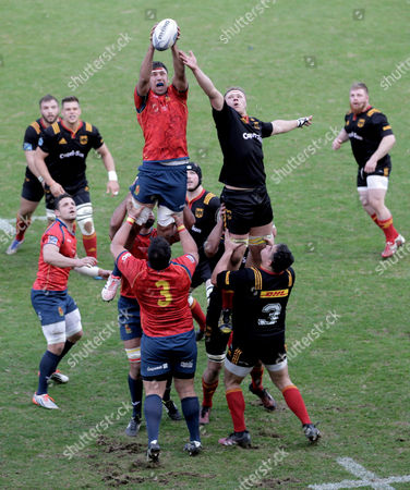 Spain's David Barrera Howarth (L) and Germany's Eric Marks (R) vie for a line-out ball during the Rugby Europe Championship 2017 match between Germany and Spain in Cologne, Germany, 11 March 2017.