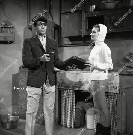 Suzanne Lloyd (as Claudette) and Paul Stassino (as Le Pirate)