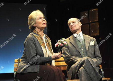 Stock Image of 'Plague Over England' - Celia Imrie ( Sybil Thorndike ) Michael Feast ( John Gielgud )